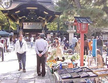 豊国神社おもしろ市(フリーマーケット)