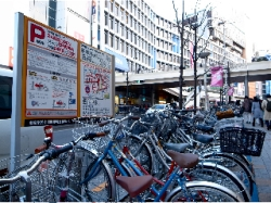 自転車の 自転車 新宿 : 新宿駅路上自転車等駐輪場   し ...