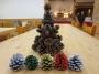 そろそろクリスマス準備・・・「森で木の実ツリーづくり」